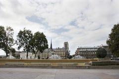 在Hotel观看巴黎市风景de Ville庭院  免版税图库摄影