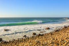 在Hout海湾的波浪 库存图片