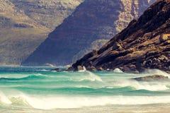 在Hout海湾,开普敦,南非附近详述山看法,看见从Noordhoek长滩 库存照片