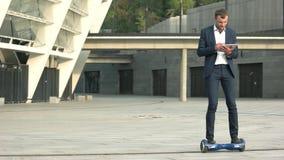 在hoverboard的年轻商人 股票录像