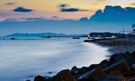 在Huahin海滩泰国的长的曝光 免版税库存照片