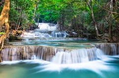 在Huay Mae Khamin的瀑布在北碧 免版税图库摄影