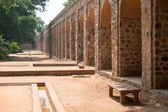 在Humayun的坟茔的石曲拱在德里,印度 库存照片