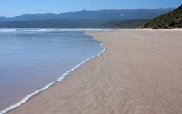 在Humpridge轨道的一个海滩在南方在南岛在新西兰 库存照片