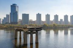 在Hunhe河的老桥梁 免版税库存照片