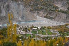 在Hunza谷,北巴基斯坦的马掌raod 免版税库存图片