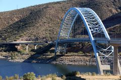 在Hwy 188的被成拱形的桥梁 免版税库存图片