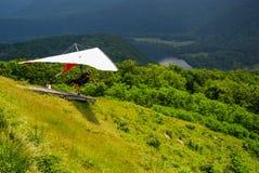 在Hyner视图国家公园宾夕法尼亚的滑翔伞 免版税图库摄影