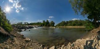 在Ialomita河,罗马尼亚的瀑布 免版税库存图片