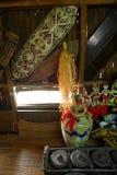 在Iban猎头战士longhouse的人工制品 图库摄影