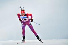 在IBU Youth&Junior世界冠军两项竞赛的滑雪竞争者 库存照片