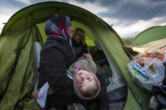 在Idomeni阻拦的Sirian难民 免版税库存图片
