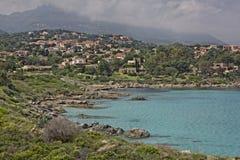 在Ile鲁塞附近的沿海风景在可西嘉岛,法国的北海岸 免版税库存照片