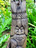 在Ile des别针(的雕刻的美拉尼西亚tiki图腾; Pines)小岛; 库存图片