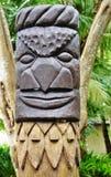 在Ile des别针(的雕刻的美拉尼西亚tiki图腾; Pines)小岛; 库存照片