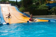 在Illa幻想曲waterpark的水滑道 免版税库存照片