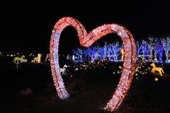 在Illumia光照明节日韩国晚上爱形状 免版税库存图片