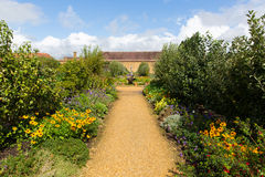 在Ilminster萨默塞特有庭院的英国英国附近的巴林顿法院在夏天阳光下 库存照片
