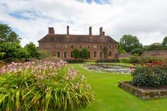 在Ilminster萨默塞特有庭院的英国英国附近的巴林顿法院在夏天阳光下 免版税库存照片