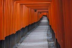 在Inari寺庙的花托 免版税图库摄影
