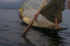 在Inle湖的钓鱼在有foot-operated工具的缅甸 免版税图库摄影