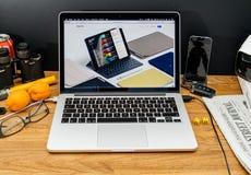 在ipad赞成聪明的k的WWDC最新的公告的苹果电脑 库存图片