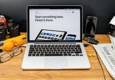 在ipad iphone的WWDC最新的公告的苹果电脑 库存照片