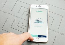 在iPhone 7的Trainline app加上应用软件 免版税库存照片
