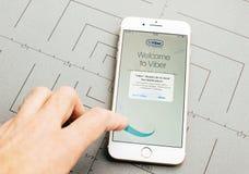 在iPhone 7的Viber app注册加上应用软件 图库摄影