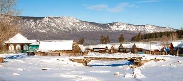 在Iremel登上附近的一个小村庄 免版税库存照片