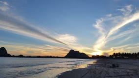 在Isla de la彼德拉的日落颜色 免版税库存图片