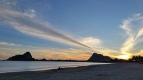 在Isla de la彼德拉的日落颜色 库存图片