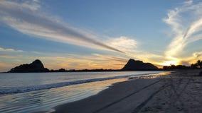 在Isla de la彼德拉的日落颜色 图库摄影