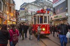 在Istiklal大道的历史的电车 免版税库存图片