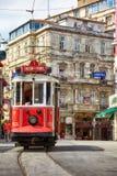 在Istiklal大道,伊斯坦布尔的遗产电车 库存图片