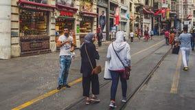 在Istiklal街道上的人们 库存照片