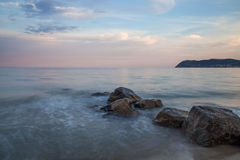 在Itay海滩的日落  库存图片