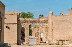 在Itchan Kala堡垒的门在Khiva的历史的中心 联合国科教文组织世界遗产在乌兹别克斯坦 免版税库存图片