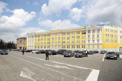 在Ivanovskaya广场的政府汽车 免版税图库摄影