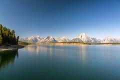 在Jackson湖的Teton范围 免版税库存照片