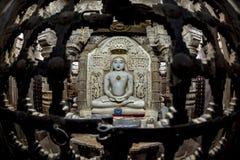 在jaisalmer,印度的耆那教的菩萨雕象 免版税库存照片