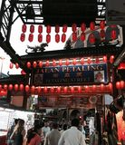 在jalan petaling的夜购物 免版税库存图片