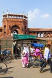 在Jama Masjid清真寺附近的人们, 免版税库存照片
