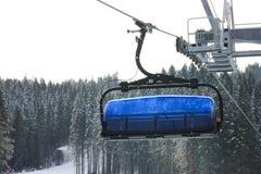 在Jasna滑雪胜地,斯洛伐克的升降椅 图库摄影