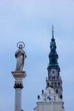 在Jasna Gora修道院的圣母玛丽亚雕象 库存照片