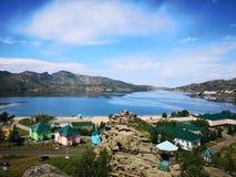 在Jasybai中山的湖  免版税库存照片