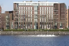 在Java艾兰阿姆斯特丹的最近被建立的公寓住宅区看法荷兰 免版税库存图片