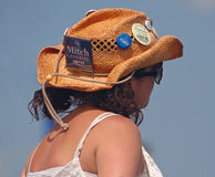 在Jazzfest的老,卷曲的牛仔帽 免版税图库摄影
