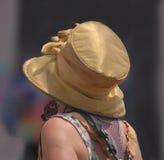 在Jazzfest的金高顶丝质礼帽 库存照片