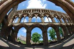 在Jedburgh修道院里面的曲拱 免版税图库摄影